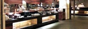 Complimentary buffet breakfast in Poi Pet